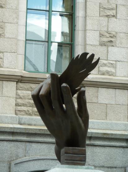 Homage aux mains de femmes